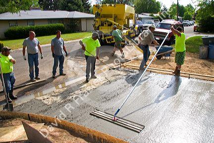 Workers pouring and leveling a concrete driveway in boise for Pouring concrete driveway