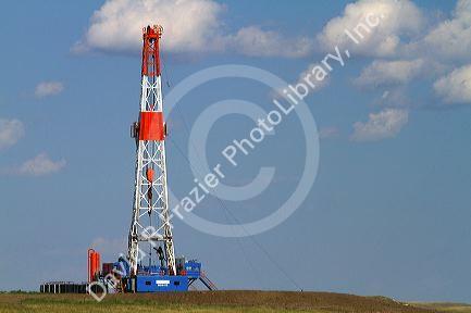 Patterson UTI oil drilling rig along highway 200 west of Killdeer ...